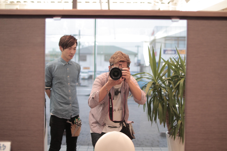 使用しているのは、カメラ Canon 24mm 広角レンズ